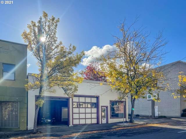 439 SE Main St, Roseburg, OR 97470 (MLS #21272338) :: Townsend Jarvis Group Real Estate