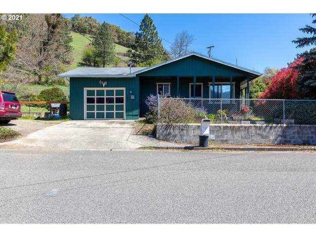 701 SE Meadowlark Ave, Myrtle Creek, OR 97457 (MLS #21276037) :: Real Tour Property Group