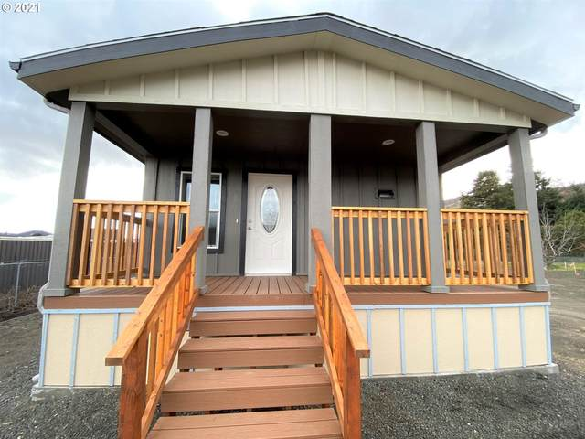 3319 W 10TH St #17, The Dalles, OR 97058 (MLS #21284804) :: Beach Loop Realty