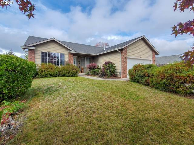 231 Cambridge Dr, Sutherlin, OR 97479 (MLS #21287130) :: Holdhusen Real Estate Group