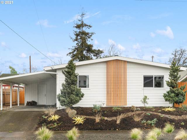 8310 SE Morrison St, Portland, OR 97216 (MLS #21292592) :: Lux Properties