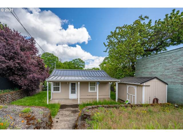 284 S 12TH St, St. Helens, OR 97051 (MLS #21297741) :: The Liu Group
