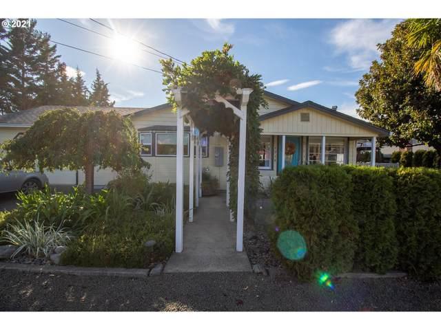 4918 Golding St, Roseburg, OR 97471 (MLS #21299222) :: McKillion Real Estate Group