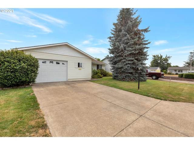 2212 Country Club Ter, Woodburn, OR 97071 (MLS #21301329) :: Premiere Property Group LLC