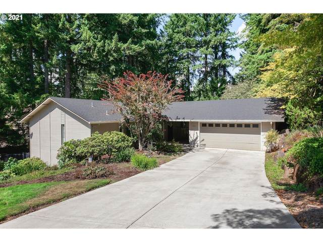 3061 Westview Ct, Lake Oswego, OR 97034 (MLS #21303323) :: Fox Real Estate Group