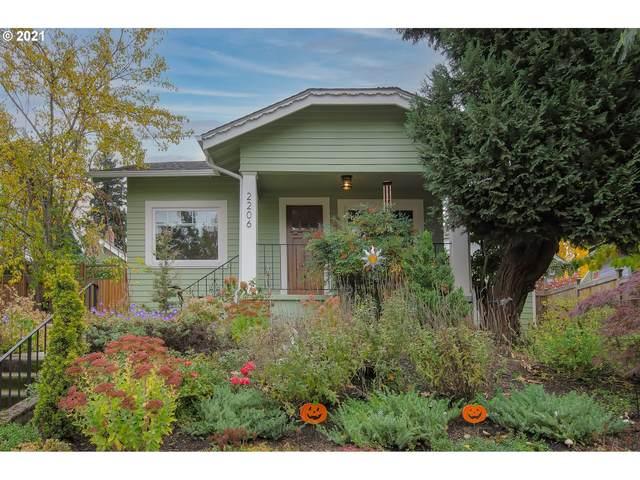 2206 SE 52ND Ave, Portland, OR 97215 (MLS #21304411) :: Brantley Christianson Real Estate