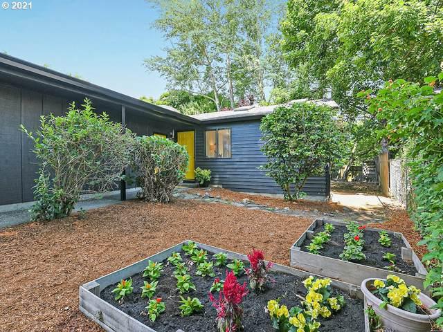 2427 NE Saratoga St, Portland, OR 97211 (MLS #21304609) :: Fox Real Estate Group