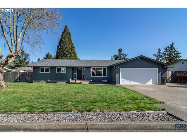 3322 W Chateau Ave, Roseburg, OR 97471 (MLS #21311053) :: Song Real Estate