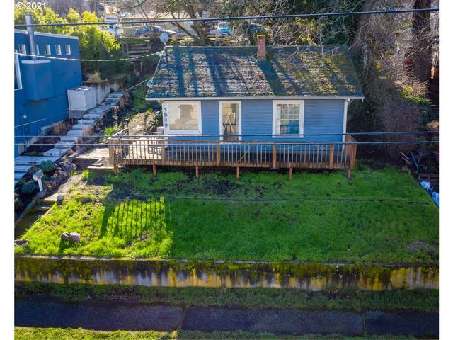 1317 Cascade Ave, Hood River, OR 97031 (MLS #21320475) :: Premiere Property Group LLC