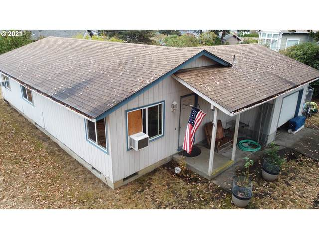 444 S 11TH St, St. Helens, OR 97051 (MLS #21321429) :: Townsend Jarvis Group Real Estate