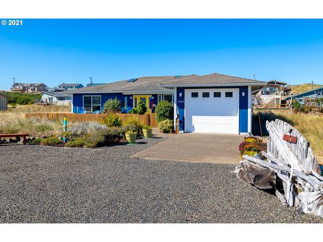 1949 NW Admiralty Cir, Waldport, OR 97394 (MLS #21323902) :: Change Realty
