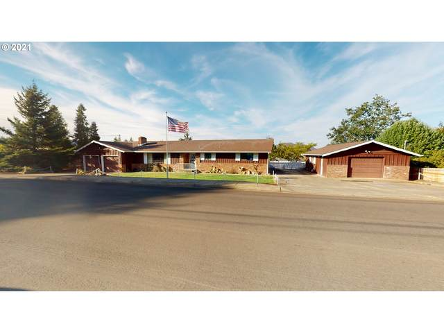 2748 W Lorraine Ave, Roseburg, OR 97471 (MLS #21324257) :: Fox Real Estate Group