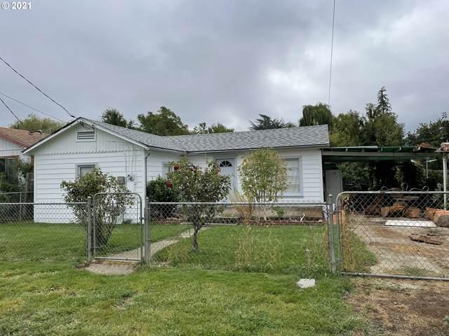 844 NE Johnson St, Myrtle Creek, OR 97457 (MLS #21334236) :: McKillion Real Estate Group