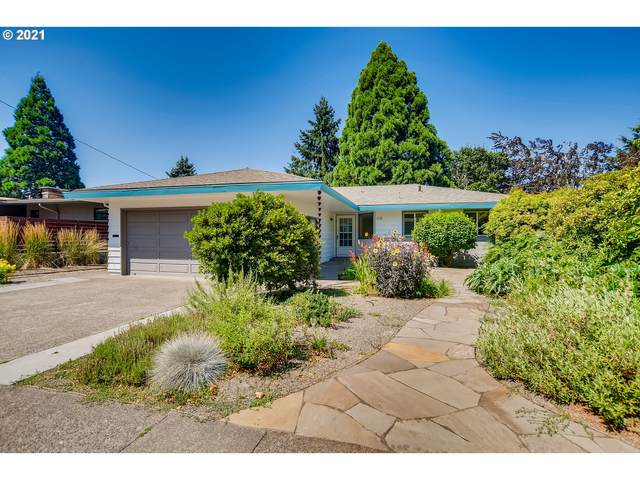 6745 SW 11TH Dr, Portland, OR 97219 (MLS #21336245) :: Cano Real Estate