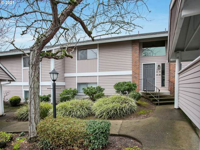 10945 SW Meadowbrook Dr #19, Tigard, OR 97224 (MLS #21336419) :: Real Tour Property Group