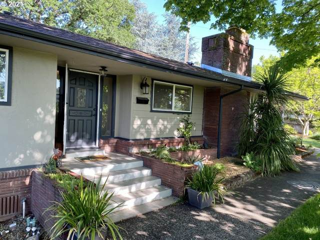 237 SE Pitzer St, Roseburg, OR 97470 (MLS #21342071) :: Song Real Estate