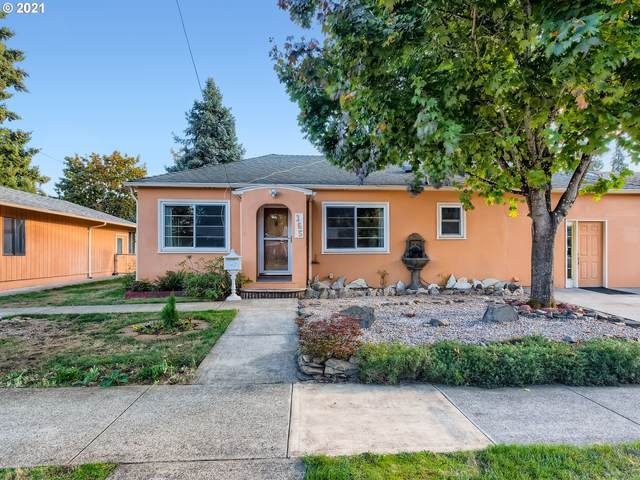 165 W Gloucester St, Gladstone, OR 97027 (MLS #21350198) :: Gustavo Group