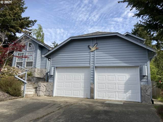 935 8TH St, Florence, OR 97439 (MLS #21357073) :: McKillion Real Estate Group
