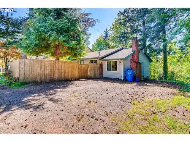 17375 University Ave, Sandy, OR 97055 (MLS #21381427) :: McKillion Real Estate Group