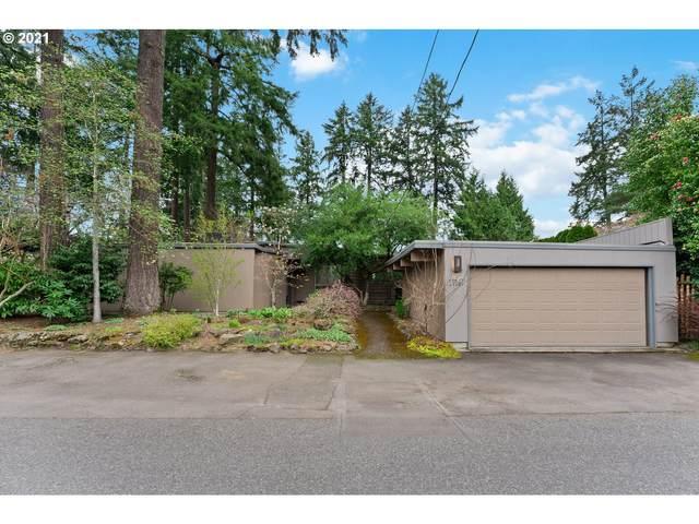 17167 Cedar Rd, Lake Oswego, OR 97034 (MLS #21383887) :: Fox Real Estate Group