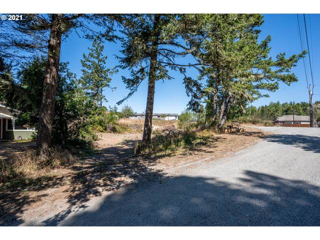 1674 Maxwell Rd, Coos Bay, OR 97420 (MLS #21383976) :: Premiere Property Group LLC
