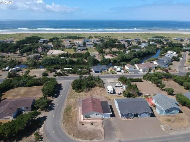 32007 J Pl, Ocean Park, WA 98640 (MLS #21400732) :: Song Real Estate