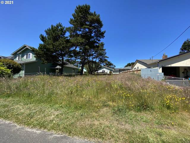 2200 NW Jetty Ave, Lincoln City, OR 97367 (MLS #21402945) :: The Liu Group