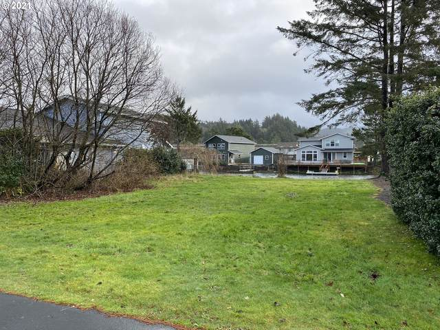 9100 Keys Pl, Lincoln City, OR 97367 (MLS #21410681) :: Coho Realty