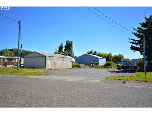 130 N 9TH, Lakeside, OR 97449 (MLS #21415121) :: McKillion Real Estate Group