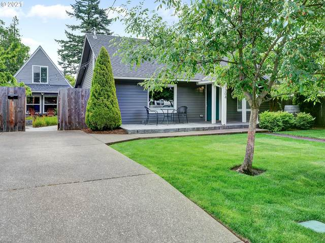 7304 SE 64TH Ave, Portland, OR 97206 (MLS #21420028) :: The Haas Real Estate Team