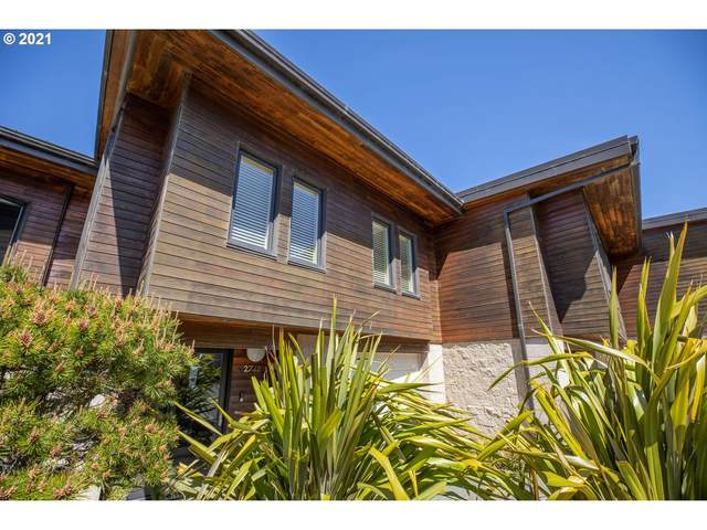 2748 Colony Cir, Bandon, OR 97411 (MLS #21422215) :: The Pacific Group