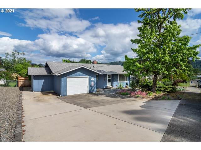 341 NW Plum Ave, Winston, OR 97496 (MLS #21439896) :: Brantley Christianson Real Estate