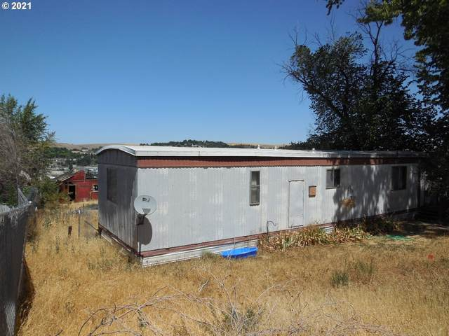 1801 SW Goodwin Ave, Pendleton, OR 97801 (MLS #21442330) :: Fox Real Estate Group