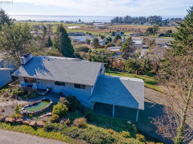 15698 Pelican Bay Dr, Brookings, OR 97415 (MLS #21444479) :: McKillion Real Estate Group
