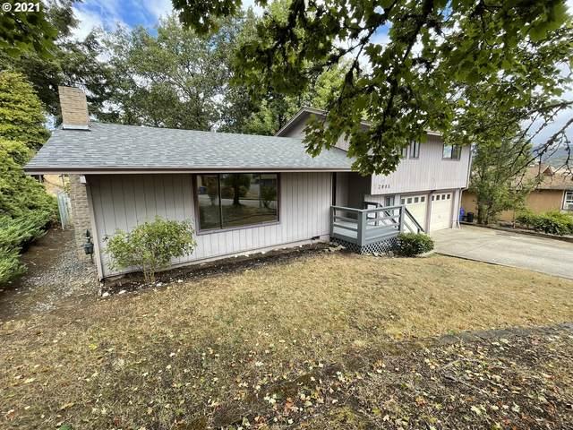 2098 Linnell Ave, Roseburg, OR 97471 (MLS #21453300) :: McKillion Real Estate Group