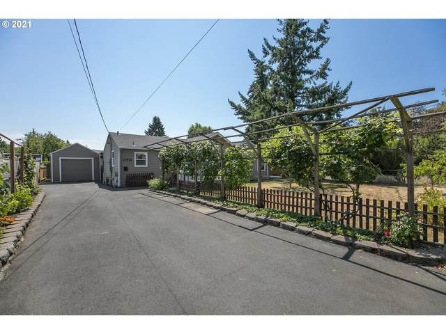 11512 NE Siskiyou St, Portland, OR 97220 (MLS #21461568) :: Real Tour Property Group