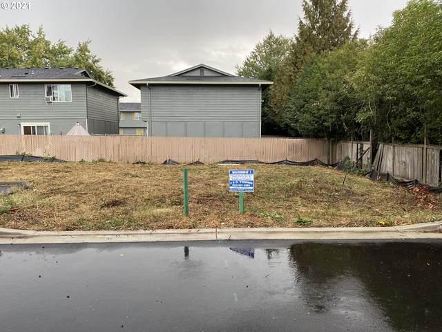 1550 E 3rd St, Newberg, OR 97132 (MLS #21461882) :: Fox Real Estate Group