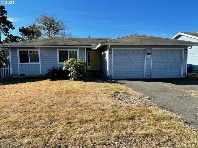 9250 Trout Pl, Gleneden Beach, OR 97388 (MLS #21465015) :: Premiere Property Group LLC