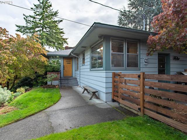 4434 SW Valona Way, Portland, OR 97219 (MLS #21475351) :: Fox Real Estate Group