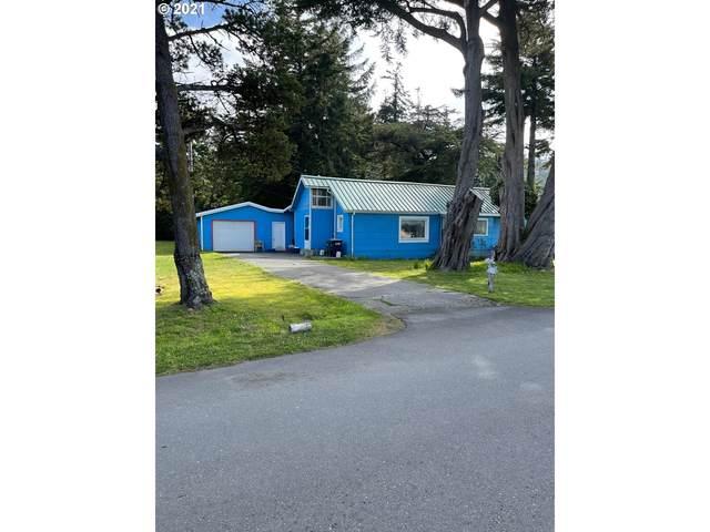 745 Twelfth St, Port Orford, OR 97465 (MLS #21478521) :: McKillion Real Estate Group