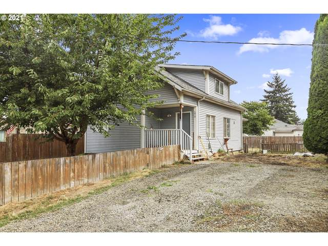 1412 S 3RD Ave, Kelso, WA 98626 (MLS #21479439) :: Song Real Estate