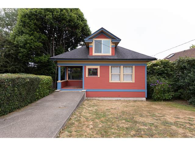 2429 Union Ave, North Bend, OR 97459 (MLS #21484177) :: The Haas Real Estate Team