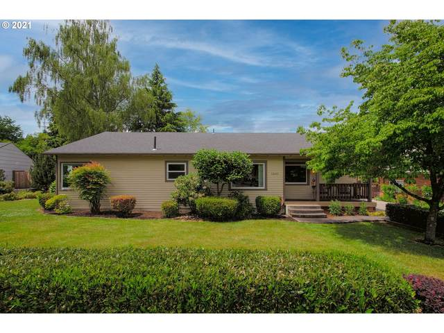 12645 SW Grant Ave, Tigard, OR 97223 (MLS #21484610) :: McKillion Real Estate Group