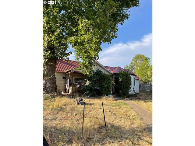 561 W First Ave, Sutherlin, OR 97479 (MLS #21484869) :: Premiere Property Group LLC