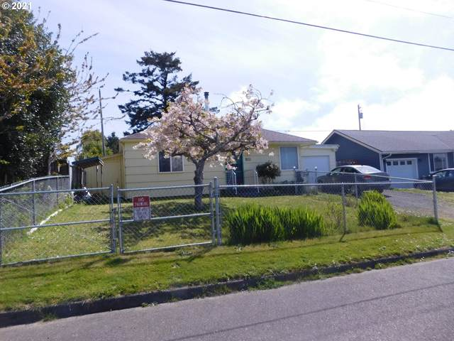 977 Pacific Ave, Coos Bay, OR 97420 (MLS #21508065) :: Fox Real Estate Group