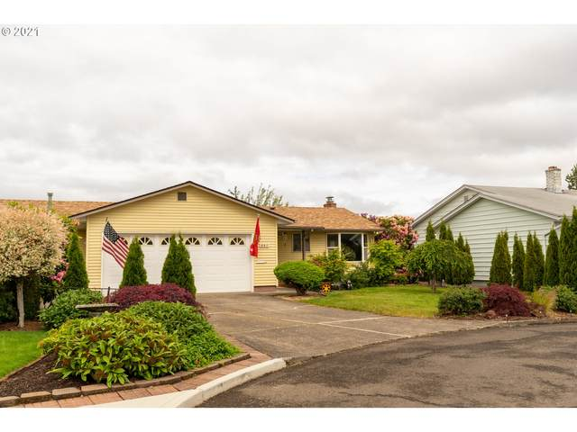 857 S Columbia Dr, Woodburn, OR 97071 (MLS #21510469) :: McKillion Real Estate Group