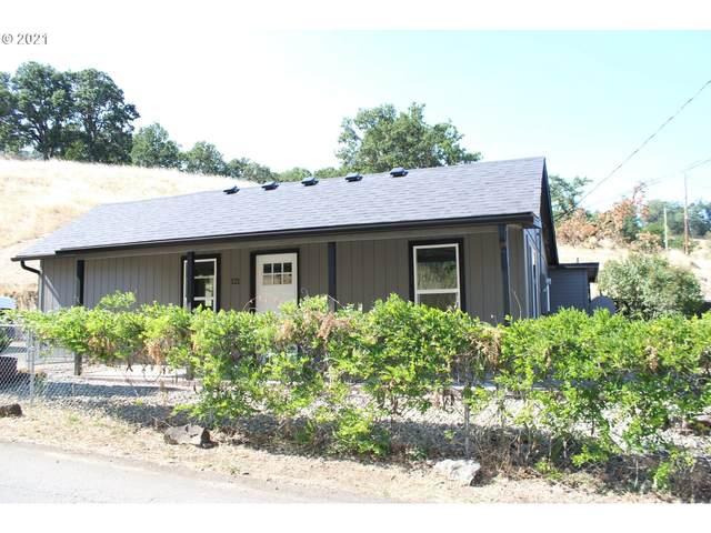 121 Corvallis Ave, Roseburg, OR 97471 (MLS #21526824) :: Beach Loop Realty