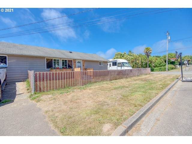506 S Marple St, Coos Bay, OR 97420 (MLS #21532293) :: Cano Real Estate