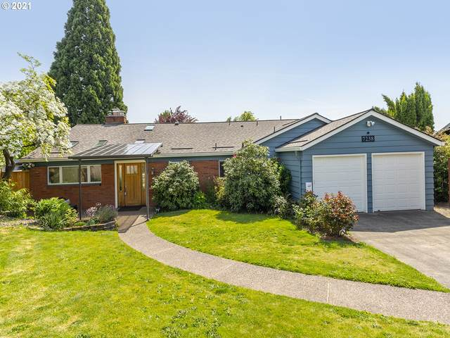 7238 SW 13TH Ave, Portland, OR 97219 (MLS #21535900) :: Premiere Property Group LLC