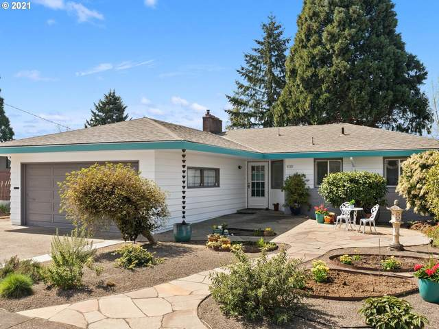 6745 SW 11TH Dr, Portland, OR 97219 (MLS #21545434) :: Song Real Estate